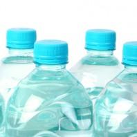 Wasser aus Plastikflaschen