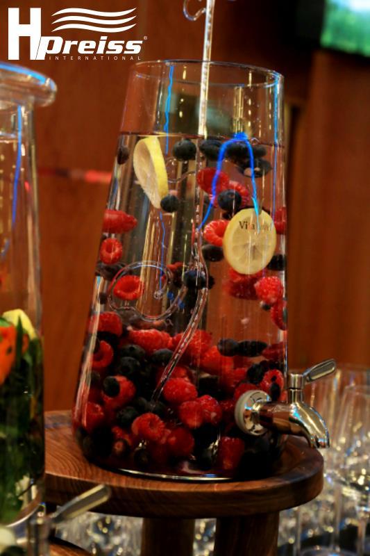 Wasser-Bowle mit Beeren